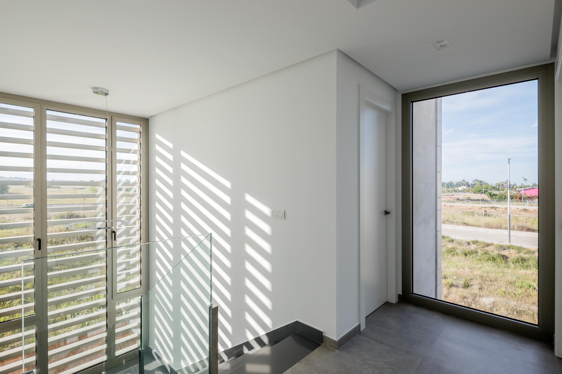 Escalera con mucha luz_Brise-soleil_arquitectos valencia_Burriana_Lamas_Proyectos